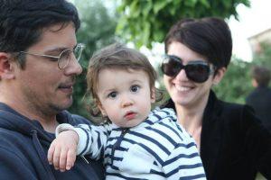 Lucian, impreuna cu sotia, Ema, si baietelul, Mihai.